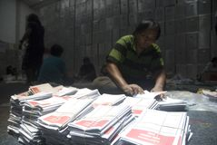 INDONESIA LOCAL ELECTIONS 2015 NUMBER OF VOTERS. Officials prepare voting boxes and ballot papers before the Indonesian General Election 2014, at Solo, Java Stock Photos