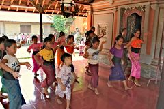 Indonesia, Ubud; April 28, 2013 - kids learn traditional Balinese dance Stock Photography