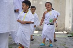 INDONESIAN MUSLIM CHILDREN HAJJ PILGRIMAGE TRAINING Stock Images