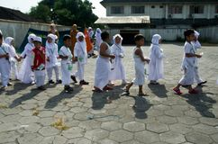 INDONESIAN MUSLIM CHILDREN HAJJ PILGRIMAGE TRAINING Royalty Free Stock Images