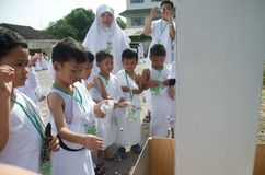 INDONESIAN MUSLIM CHILDREN HAJJ PILGRIMAGE TRAINING Stock Image