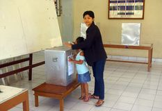Indonesian woman voting Royalty Free Stock Images