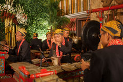 Indonesien - 6-5-2012: traditionella musiker Royaltyfri Fotografi