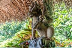 Indonesien - alte hindische Architektur auf Bali-Insel Balinesestatue, Bali, Indonesien Lizenzfreie Stockfotos