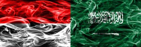 Indonesien gegen die Saudi-Arabien Rauchflaggen nebeneinander gesetzt dick lizenzfreie stockfotografie