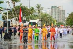 Indonesien-Marineparade, die in internationalen Flotten-Bericht 201 marschiert Lizenzfreies Stockfoto