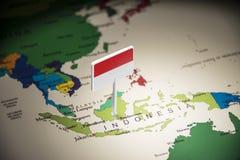 Indonesien markierte mit einer Flagge auf der Karte stockfoto