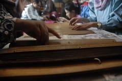 INDONESIEN SCHRIFTLICHE TRADITION Stockfotos