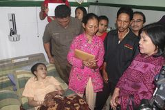 INDONESIEN SOM SKA STOPPAS ÖVERFÖRING MIGRERANDE ARBETSTAGARE UTOMLANDS arkivbilder