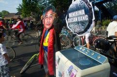 INDONESIEN SOM UTFORSKAR BÄSTA TJÄNSTEMÄN INOM RÄTTSSKIPNINGEN PÅ KORRUPTION Royaltyfri Bild