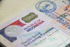 Indonesien-Touristenvisum auf Pass lizenzfreie stockbilder