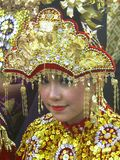 Indonesisch meisje met traditioneel kostuum Stock Foto's