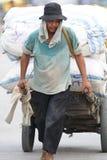 Indonesische dokwerker in de haven van Sunda Kelapa, Djakarta Royalty-vrije Stock Fotografie