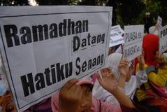 INDONESISCHE MOSLEMISCHE KÖRPER FÜR TODESstrafe ZU DEN DROGENHÄNDLERN Stockbilder