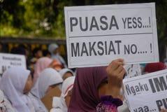 INDONESISCHE MOSLEMISCHE KÖRPER FÜR TODESstrafe ZU DEN DROGENHÄNDLERN Stockbild