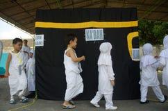INDONESISCHE MOSLIMkinderenhajj BEDEVAART OPLEIDING Royalty-vrije Stock Fotografie