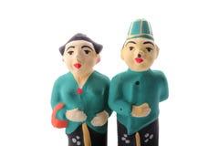 Indonesische traditionelle Paarstatue lokalisiert lizenzfreie stockfotos