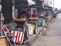 Indonesische Vrouwen die Tofu verkopen Royalty-vrije Stock Afbeeldingen