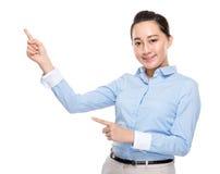 Indonesisk affärskvinna med fingerpunkt ut Royaltyfria Foton
