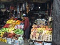 Indonesisk frukt och muttrar shoppar, centrala Bali, Indonesien Arkivbild