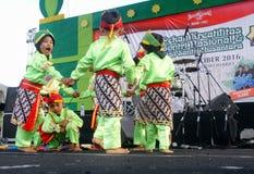 Indonesisk traditionell barndans Arkivfoton