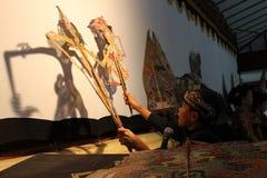 Indonesiska barns Dalang Wayang Royaltyfria Bilder