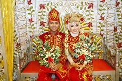 Indonesiska brud- par Fotografering för Bildbyråer