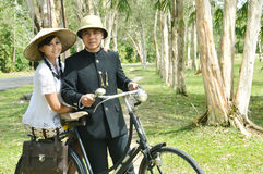Indonesiska brud- par som prewedding photoshoot Royaltyfri Foto