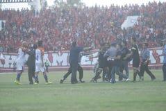 INDONESISKA FOTBOLLPROBLEM Fotografering för Bildbyråer