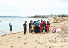 Indonesiska studenter som utbildar första hjälpen Arkivbild