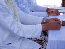 Indonesiskt bröllop, förbindelse royaltyfria bilder