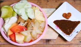 Indonesiskt traditionellt mellanmål, Rujak manis: Indonesisk stavning, version 2 Royaltyfria Foton