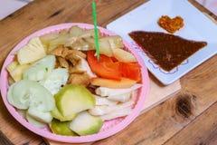 Indonesiskt traditionellt mellanmål, Rujak manis: Indonesisk stavning, version 5 Royaltyfri Fotografi