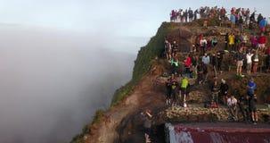 INDONEZJA BALI, MAJ, - 14, 2018: Szczyt wulkan Batur z wiele turystami zbiory