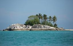 Indonezja, mała wyspa z drzewkami palmowymi Fotografia Royalty Free