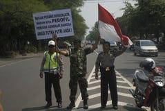 INDONEZJA POWSTAJĄCEGO dziecka przemoc PLCIOWE skrzynki Obraz Stock