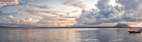 Indonezja wyspy turkusowy tropikalny raj przy zmierzchem Obrazy Stock