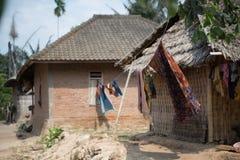 Indonezyjscy Batikowi scarves dostaje suszący Zdjęcia Royalty Free