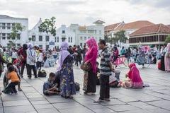 Indonezyjscy ludzie one cieszą się przy Fatahillah kwadratem w Dżakarta obraz stock