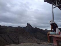 Indonezyjski dziewczyny dopatrywania wulkan, Indonezja Zdjęcie Royalty Free