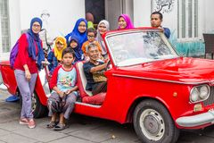 Indonezyjski rodzinny pozować w starym mieście Dżakarta, Indonezja, Zdjęcie Stock