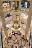 Indoors widok ekskluzywny Taipei 101 centrum handlowe Obrazy Stock