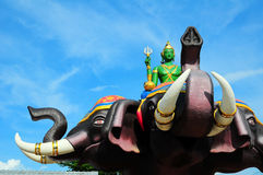INDRA sitzen auf Erawan-Skulptur im Tempel Stockfoto