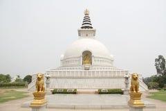 Indraprastha parkerar tempelsikt arkivfoton
