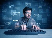 Indringer die e-mailwachtwoordenconcept binnendringen in een beveiligd computersysteem Stock Fotografie