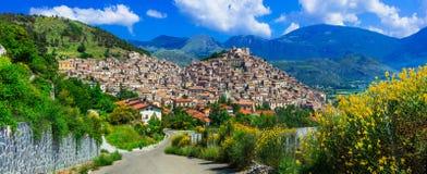 Indrukwekkend Morano-calabrodorp, mening met hoiuses en bergen, Calabrië, Italië royalty-vrije stock fotografie