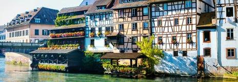 Indrukwekkend Straatsburg, mooie mening van traditionele huizen en rivier, Frankrijk Royalty-vrije Stock Fotografie