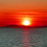 Indrukwekkende bloedige zonsondergang Royalty-vrije Stock Fotografie