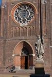 Indrukwekkende kathedraalvoorzijde stock afbeelding