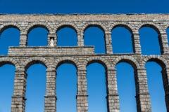 Indrukwekkende mening van het aquaduct van Segovia stock foto's